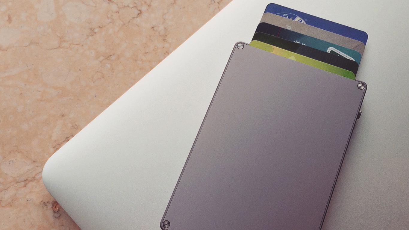 Mani Wonders Silver-Cascade-Youtube Cascade Wallet